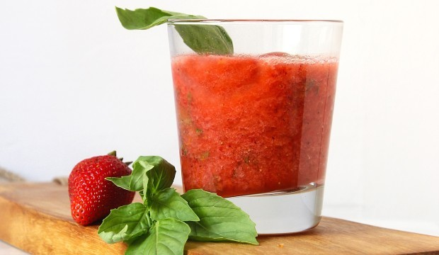 straberry-cocktail-with-lemon