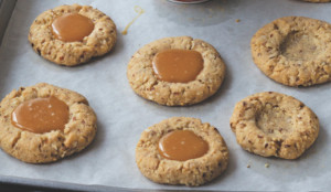 almond caramel cookies