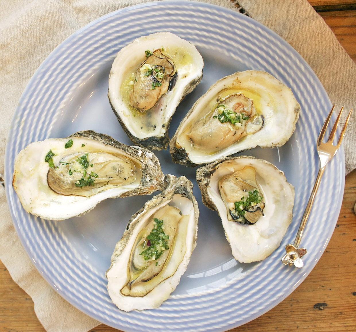 grilled-oysters-with-garlic-herb-butter