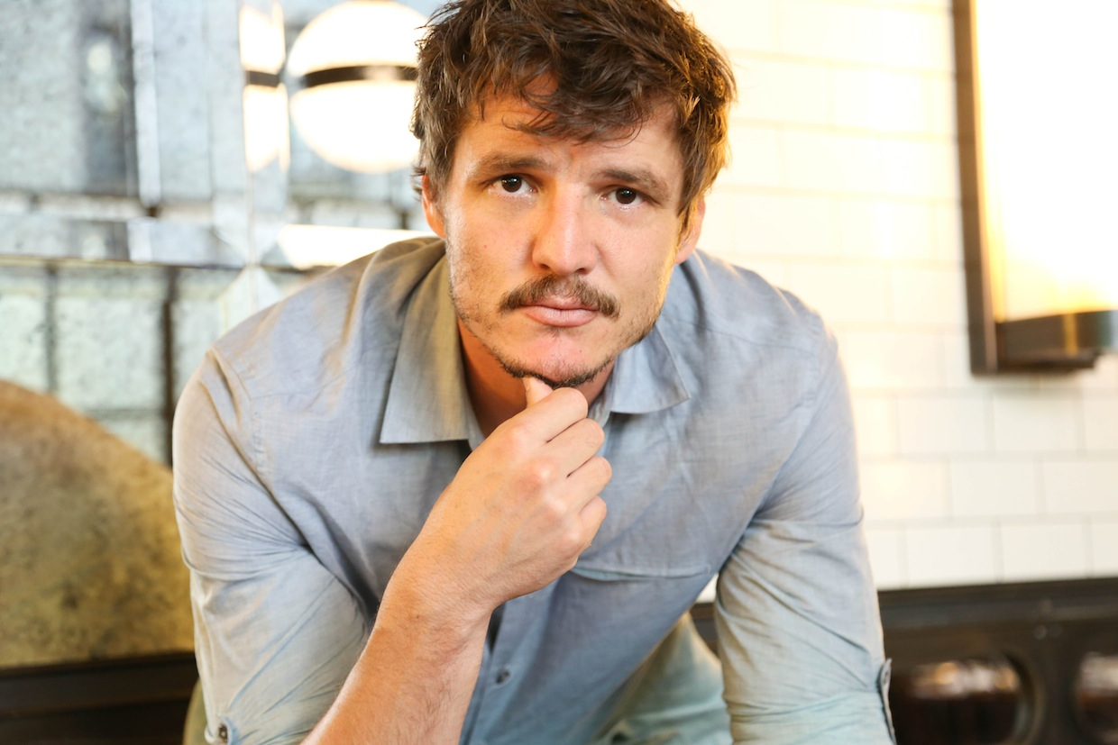 Tips: Pedro Pascal, 2017s chic hair style of the cool happy  actor