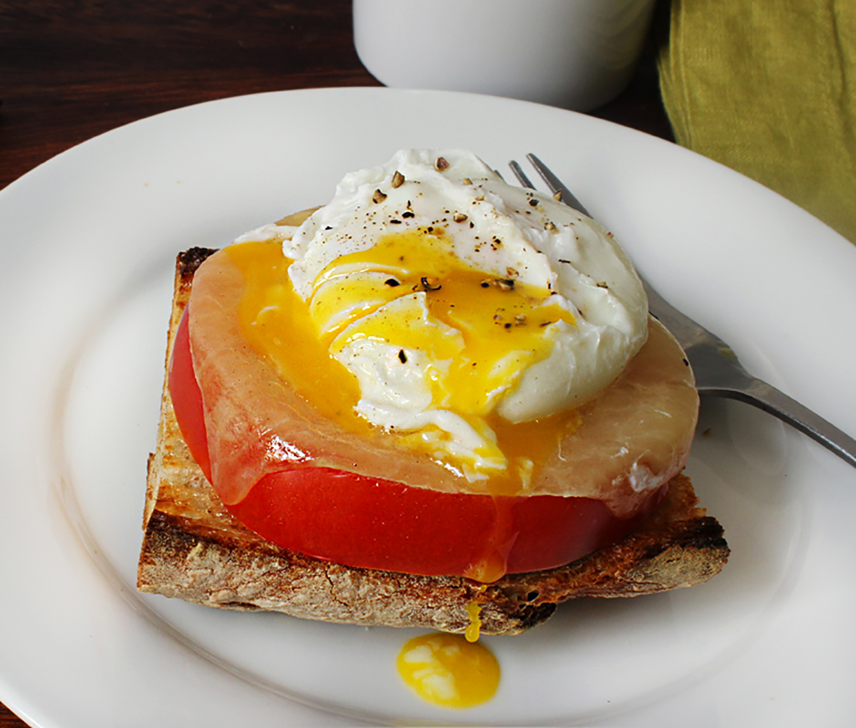 poached-eggs-with-country-bread-tomato-and-gruyere