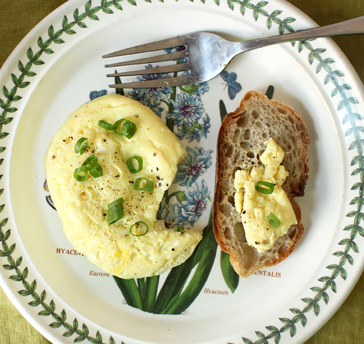 quick-microwaved-eggs-with-chives