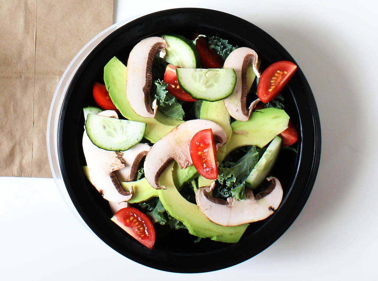 kale-salad-with-avocado-mushrooms-and-tomatoes