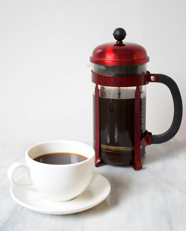 brewing-coffee-with-a-french-press