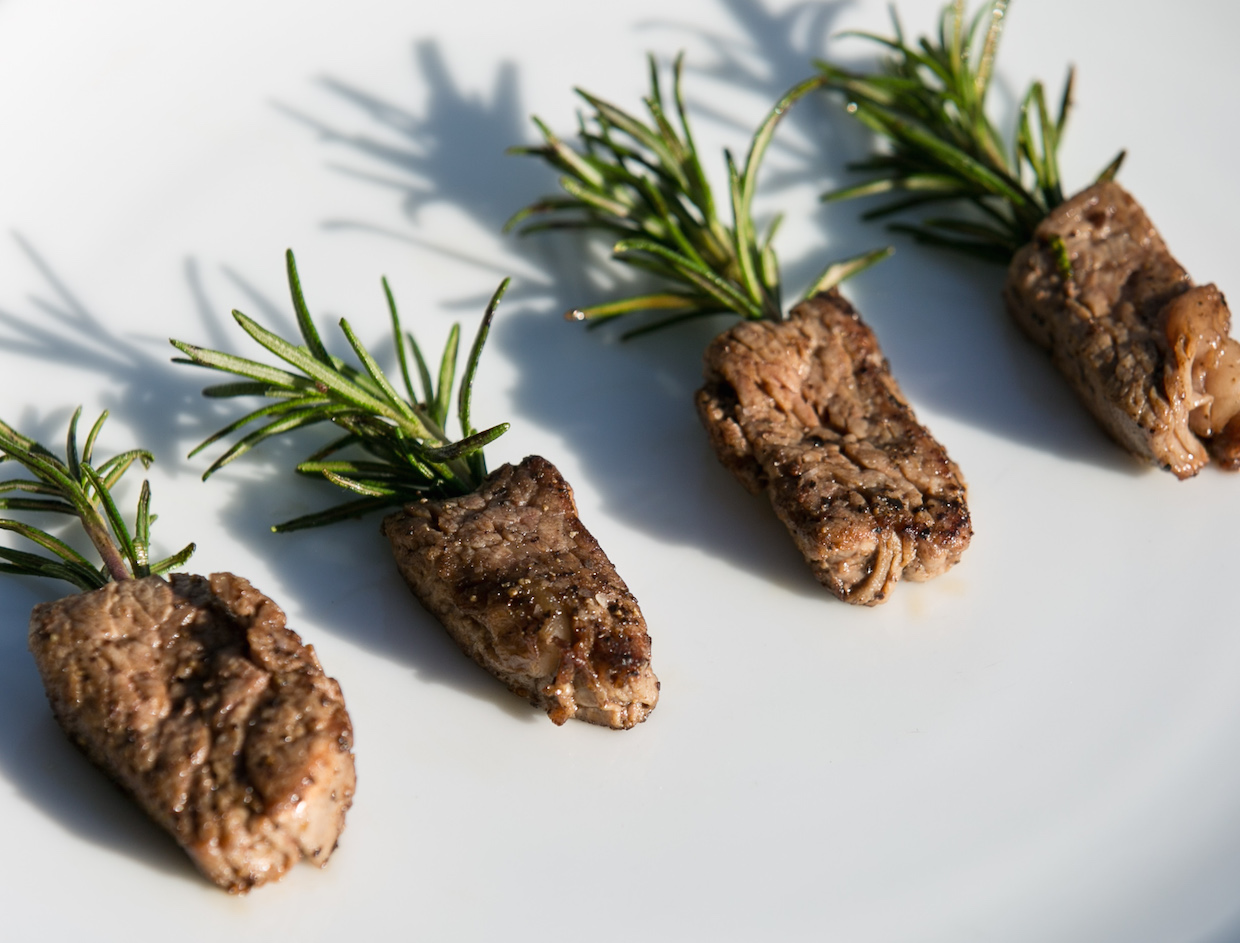 rosemary-filet-mignon-bite-with-sea-salt-and-cracked-black-pepper