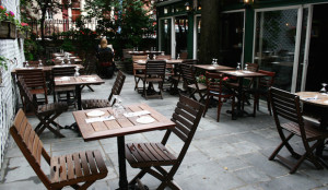 outdoor-dining