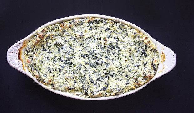 spinach-and-artichoke-dip-with-cheese-620x360