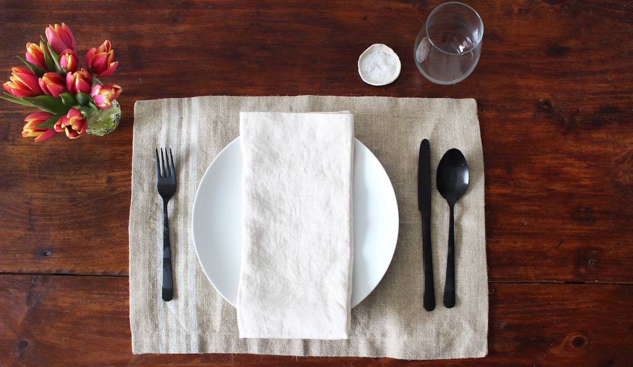 how-to-set-a-casual-table copy