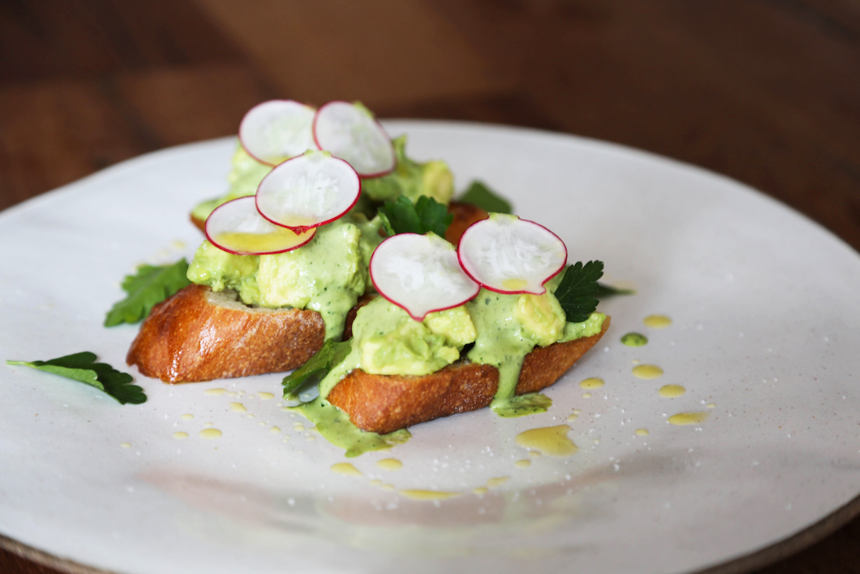 avocado-toast-with-radish
