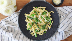 Pasta with Asparagus and Simple White Wine Sauce