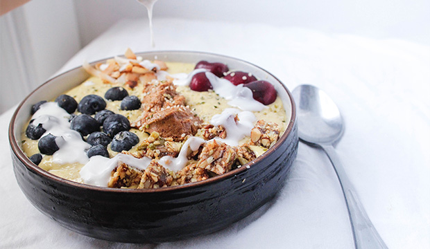 mango-smoothie-bowl