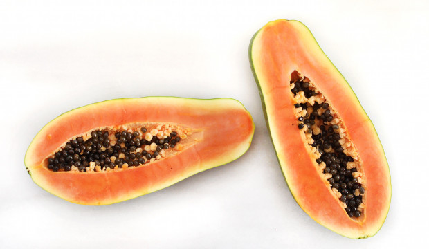 Papaya – 5.90 g of sugar per 100g of raw fruit.
