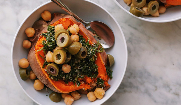 mediterranean-stuffed-sweet-potatoes