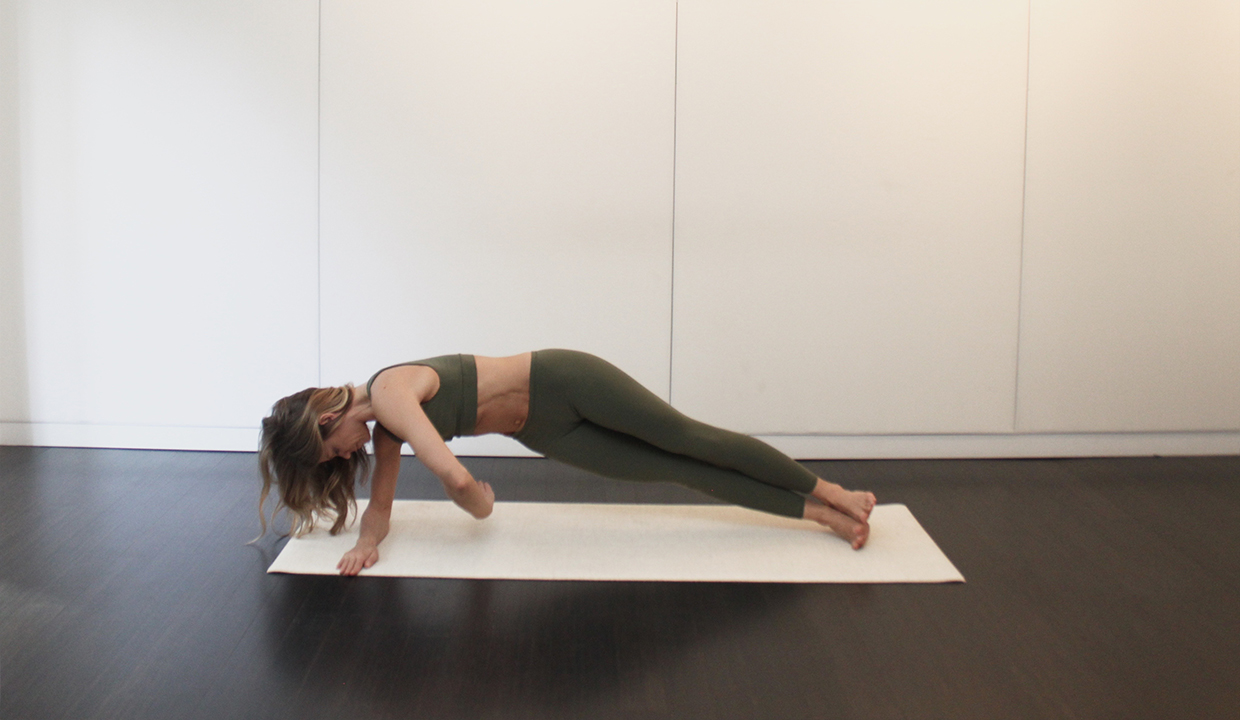 side-plank-twist-pilates
