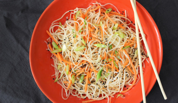 noodles-vegetables-chopsticks